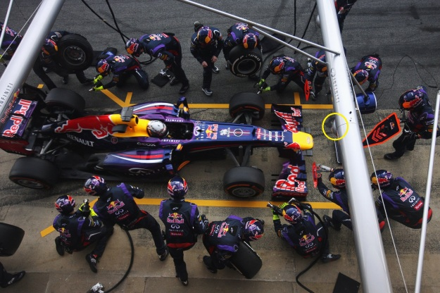 The two booms are pivotal to reducing pitstop time. (Image: redbull.com)